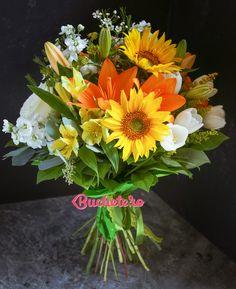 Un buchet cu trandafiri albi, floarea soarelui, lalele albe, matthiola albe, crini portocalii și alstroemeria galbene. Disponibil pentru livrare in Bucuresti si alte orase din tara.