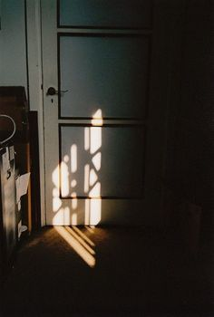Photography inspiration lighting sun 39 New ideas Luminaire Design, Morning Light, Morning Sun, Film Photography, Vintage Photography, Morning Photography, Shadow Photography, Light And Shadow, Belle Photo