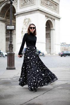 The Brunette - Lovers + Friends stars skirt Fashion Week, Star Fashion, Fashion Looks, Skirt Outfits, Dress Skirt, Cool Outfits, French Fashion Bloggers, Modest Fashion, Fashion Dresses