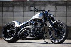 Bad Land Motorcycles' Cloudy Bay: Re-Newal custom Harley Davidson build.