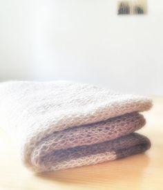 Tuto plus que facile pour cette écharpe en mailles ajourées - DIY Laine Babyalpaca achetée chez Laine & tricot (livraison rapide, produits de super qualité) Aiguilles - 1 x n° 3.5 - 1 x n° 8 Monter 120 mailles - le point employé est le jersey Tricoter l'endroit avec les aiguilles n° 3.5 - à l'envers avec les aiguilles n° 8 La mienne fait presque 3 mètres