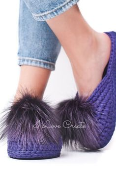 Pom pom slippers video tutorial Crochet slipper pattern by IlovecreateStore. Boho accessories Tshirt yarn slippers PDF pattern Gifts for knitters Mother gift. This is the pom pom slippers PDF pattern with video tutorial. The T-shirt yarn tutorial of these blue slippers will be great gift idea for grandma, mom, or for the knitters who like developing creative skills. The video tutorial of women slippers is suitable both for beginners and for experienced masters. It will take 1-3 days to..