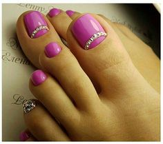rhinestone nails — Ideas for nails pink diamonds rhinestones Pedicure Designs, Pedicure Nail Art, Toe Nail Designs, Toe Nail Art, Pink Pedicure, Pretty Toe Nails, Cute Toe Nails, Fabulous Nails, Gorgeous Nails