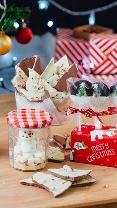 Three Edible Christmas Gift Ideas - Kate shows you how to make three edible Christmas gifts! Christmas Bark, Edible Christmas Gifts, Christmas Sprinkles, Christmas Gifts To Make, Christmas Hamper, Xmas Food, Edible Gifts, Christmas Chocolate, Christmas Cooking