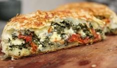 Spinach Feta and Sundried Tomato Strudel. (Love this for a quick meal, I usually add in some pre-cooked ground Italian or Garlic Rosemary sausage otherwise it is a bit to salty with all that feta) Strudel Recipes, Pastry Recipes, Vegetable Recipes, Vegetarian Recipes, Cooking Recipes, Healthy Recipes, Spinach And Feta, Spinach Puff, Quiches