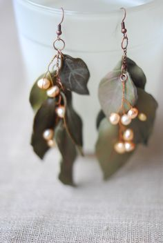 Woodland earrings with 5 leaves (Pastel green colour) and natural pearls. Forest Queen collection