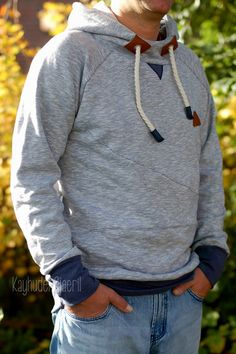kayhuderfjaeril: Mission: Hoodie für den Mann / Stofftesterin (Diy Shirts Back) Sewing Men, Sewing Shirts, Love Sewing, Sewing Clothes, Diy Clothes, Susa, Kids Clothes Boys, Old T Shirts, Mens Activewear