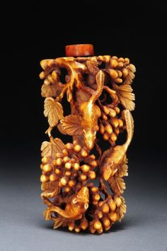 The Complete Guide to Buying an Antique Chinese Snuff Bottle