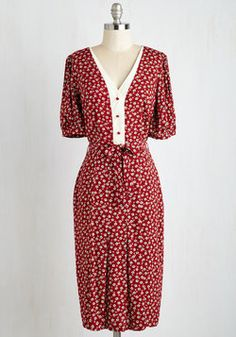 Watch and Discern Dress. Savor an afternoon of art appreciation in this vintage-inspired floral dress - arriving at ModCloth this August! #red #modcloth