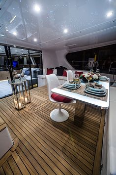 The Sunreef 60 LOFT is the result of the company's long experience in luxury yacht building. The shipyard created this luxury 'pret-a-porter' kind of … Catamaran Design, Sailing Catamaran, Yacht Design, Boat Design, Yacht Interior, Luxury Interior, Interior Design, Sunreef Yachts, Luxury Yachts