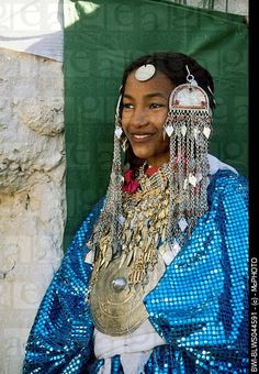 Young Tuareg women with fashion, Libya, Ghatse. Photographer: McPHOTO.