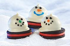 Cookie balls are delicious on their own, but these cheerful snowmen on festive chocolate cookies are sure to put an even bigger smile on everyone's face.