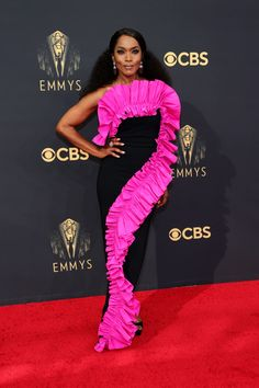 Emmy Awards 2021: Fashion—Live From the Red Carpet   Vogue Jennifer Coolidge, Keri Russell, Mindy Kaling, Mandy Moore, Amy Poehler, Sophia Bush, Catherine Zeta Jones, Gillian Anderson, Kaley Cuoco