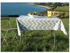 Wipeclean PVC Nappe PVC Vinyle Toile Cirée Table Housse damassée Gold /& Black