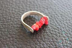 ANEL PURO CORAL RED#262 anel em prata com textura que remete aos galhos de coral com aplicação de corais vermelhos. #asjoiasdarainha #designexclusivo #joiasdeautor #designjoias #jewelry #jewelrydesign #fashionjewelry #moda #fashion #exclusive #unique #jewellery #highjewellery #hautejewellery #piezasunicas #creative #joiascriativas #ideias #ideas #feitoamao #handmade #hancrafted #comamor #handmadejewelry  #prata #silver #plata #Ag #sterlingsilver #anel #anillo #ring