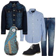 Per i nostri piccoli sempre più esigenti, che anche quando sono a spasso con mamma e papà devono portare con sè il necessario, sarà perfetto lo zainetto da abbinare ad un paio di pantaloni in jeans, come il giubbotto. La camicia è a quadri, mentre le scarpe sono delle polacchine blu.