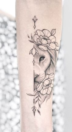 Lion Tattoo Girls, Lion And Rose Tattoo, Female Lion Tattoo, Lion Forearm Tattoos, Leo Tattoos, Animal Tattoos, Cute Tattoos, Body Art Tattoos, Girl Tattoos