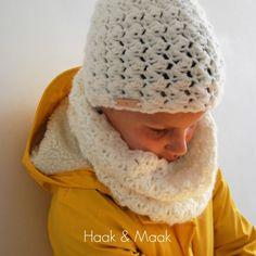 Voor jongste haakte ik een lekker warme col voor bij haar gele jas. Omdat zij ook graag mutsen draagt in de winter, bedacht ik me dat het we...