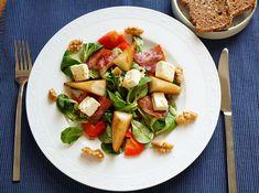 Salat mit gebratener Birne, Schinkenspeck, Schafskäse, Vogerlsalat, Wintersalat, Vorspeise Fancy Appetizers, Pear, Roast, Essen, Recipies