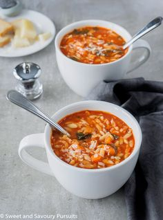 Vegan butter and parmesan.Made with simple ingredients, this easy and quick to make homemade vegetarian Tomato Orzo Soup is a delicious, hearty and healthy meal. Gourmet Recipes, Vegetarian Recipes, Dinner Recipes, Cooking Recipes, Healthy Recipes, Healthy Soup, Cooking Tips, Healthy Meals, Vegetarian Diets