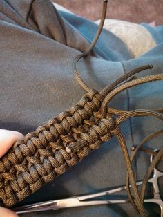Double Cobra Stitch Paracord Belt : Finishing the End of the Belt