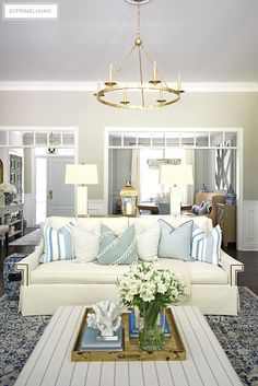 Summer decorating with white sofas, light blue and white color palette and layers of coral sculptures bring a relaxed beach look to this beautiful living room. Blue And White Living Room, Blue And White Pillows, Blue Living Room Decor, Home Living Room, Living Room Furniture, Living Room Designs, Classic Living Room, Modern Living, Beautiful Living Rooms