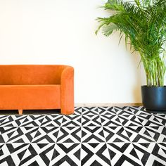 DIY tiled floors are all the rage at the moment, and who can blame us! So much more cost effective and less messy too! Our Ksar geometric tile stencil is so eye-catching and sits well in a modern interior setting. Tile Floor Diy, Stenciled Floor, Diy Wand, Patio Tiles, Concrete Patio, Large Stencils, Tile Stencils, Crazy Paving, Moroccan Theme