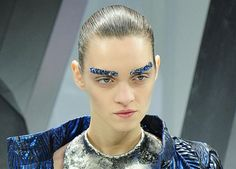 Dramatic eyebrows at Chanel, covered in blue beads. Kasimir Und Karoline, Chanel Boy, Blue Beads, Glove, Karl Lagerfeld, Eyebrows, Pearl Earrings, Beautiful, Color