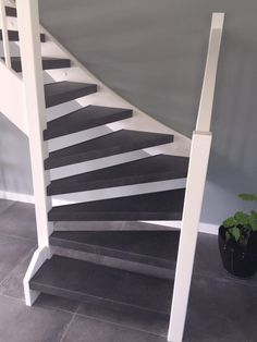 Open Trap, Open Stairs, Painted Stairs, Living Room Designs, Tiny House, New Homes, Indoor, Interior Design, Architecture