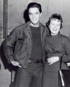 Elvis an a fan on the set of his movie Wild in the country  ( fall 1960 ).