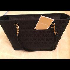 Michael Kors Jet Set Shoulder Bag Beautiful Michael Kors Jet Set Shoulder Bag Michael Kors Bags Shoulder Bags