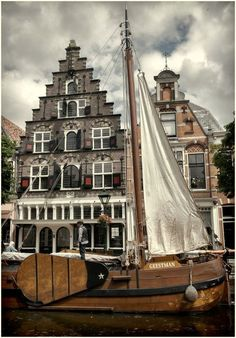 a sailboat in the town -Alkmaar,Netherlands Travel Around The World, Around The Worlds, Amsterdam Houses, Kingdom Of The Netherlands, City Landscape, Nice To Meet, The Good Old Days, Wonderful Places, Beautiful World