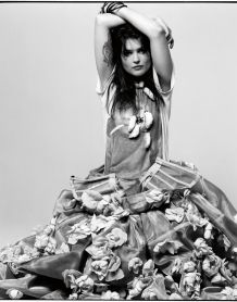 Alison Mosshart. In a dress. The one & only time ever, most likely. <3