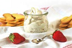 """Hier stelle ich euch Cashew-Mascarpone vor, ein Rezept aus dem Buch """"Käse, Joghurt, Tofu, Milch. Vegan und selbstgemacht"""" von Yvonne Hölzl-Singh - bei Kleinstadthippie"""