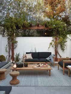 Indoor Outdoor Rugs, Outdoor Sofa, Outdoor Spaces, Outdoor Seating, Outdoor Ideas, Backyard Ideas, Modern Outdoor Furniture, Teak Furniture, Furniture Ideas