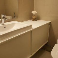Kuvahaun tulos haulle kylpyhuonekalusteet liukuovi Alcove, Sink, Bathtub, Bathroom, Home Decor, Sink Tops, Standing Bath, Washroom, Vessel Sink