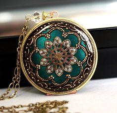 I love the color and design of this locket!