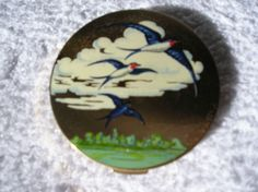 BEAUTIFUL STRATTON COMPACT 1950S BLUEBIRDS WITH ORIGINAL COVER GORGEOUS!!!