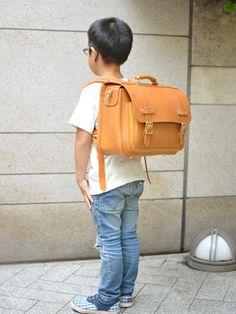 横型ランドセル・玉縫い 子ども男の子着用