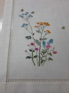 Crochet Flower Squares, Crochet Flowers, Cross Stitch Designs, Cross Stitch Patterns, Diy Crafts Hacks, Stitch 2, Bargello, Cross Stitch Flowers, Cross Stitch Embroidery