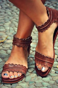 Play around with your summer style with these divine leather sandals. Featuring hand cut & scallop shaped edges these sandals are super light & comfy