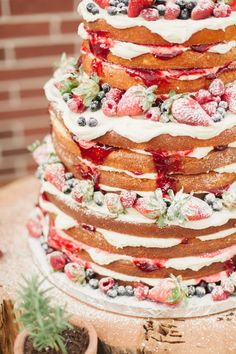 21 Rustic Berry Wedding ceremony Cake Inspirations for the Big Day greenwedding bestoftheday wedding wedding party fall months Berry Wedding Cake, Wedding Cakes, Beautiful Cakes, Amazing Cakes, Bolo Nacked, Cupcake Cakes, Cupcakes, Naked Cakes, Wedding Cake Inspiration
