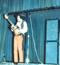 Jimi Hendrix on his Jazzmaster!
