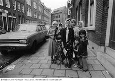 Rotterdam: De Wapenstraat in de Afrikaanderwijk in '77