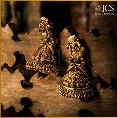 Your ethnic look is incomplete without these hanging beauties from JCS Jewel Creations. Gold Jhumka Earrings, Indian Jewelry Earrings, Gold Earrings Designs, Indian Wedding Jewelry, Antique Earrings, Bridal Jewelry, Jhumka Designs, Indian Bridal, Jewelry Necklaces