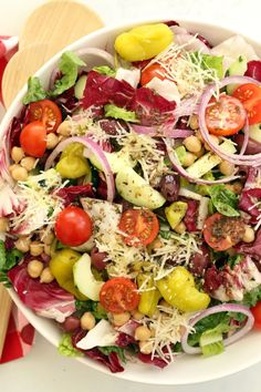 Summer Salads To Blow Your Taste Away Italian Chopped Salad Save Print Prep time 20 mins Total time 20 mins This Italian Chopped Salad is a quintessential chopped salad that& loaded with flavor and a delicious combo of i Vegetarian Recipes Easy, Healthy Salad Recipes, Cooking Recipes, Vegetarian Italian, Avocado Recipes, Italian Salad Recipes, Cooking Corn, Ramen Recipes, Dishes Recipes