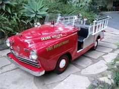 1948 CROSLEY FIRETRUCK - DON'T HAVE ONE OF THESE! Toy Trucks, Fire Trucks, Vintage Trucks, Vintage Toys, Toy Wagon, Fire Equipment, Rescue Vehicles, Power Cars, Pedal Cars