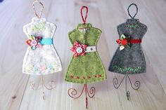 Free pattern: Felt dress form ornament Are you a fashion lover? Then these felt dress form ornaments are a must! Use them to decorate your Christmas tree or just for your sewing room! Christmas Ornament Crafts, Felt Ornaments, Christmas Projects, Christmas Decorations, Christmas Ideas, Fabric Ornaments, Handmade Christmas, Holiday Crafts, Vintage Christmas