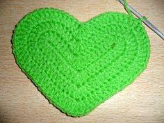 cada uno y cerrarlas todas juntas. in the next 5 basis points knit 1 Double crochet in Crochet Case, Love Crochet, Beautiful Crochet, Diy Crochet, Double Crochet, Crochet Potholders, Crochet Doilies, Crochet Flowers, Bandeau Crochet