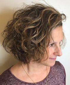 60 Most Delightful Short Wavy Hairstyles - - Brown And Caramel Messy Wavy Bob Blonde Curly Bob, Messy Wavy Hair, Wavey Hair, Short Wavy Hair, Messy Bob, Blonde Curls, Choppy Bob Hairstyles, Curly Haircuts, Hairstyles 2018